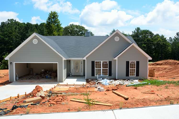 Should you buy an under construction or ready to move property?