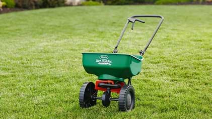 6 ADVANTAGES OF HAVING A SEED SPREADER FOR YOUR FARM